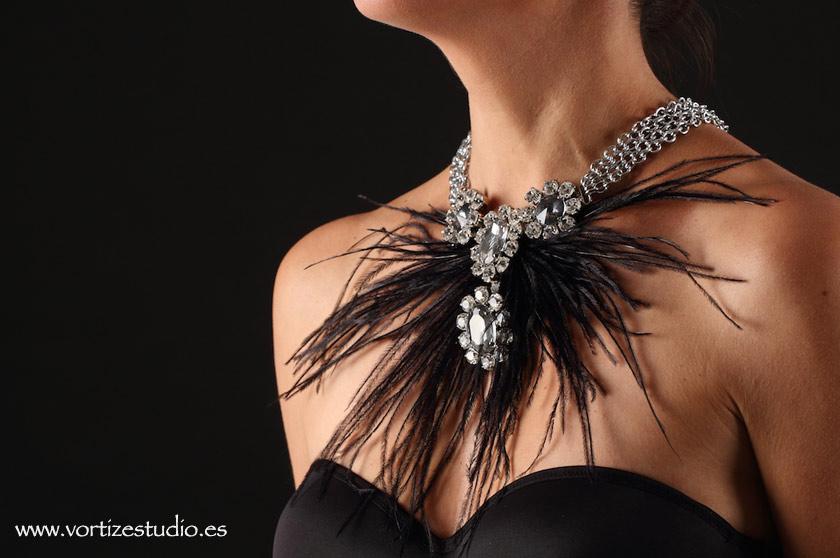 collar-plumas-negras-vortizestudio