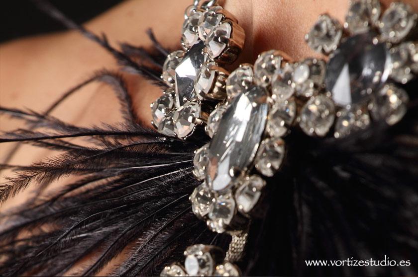 detalle-collar-plumas-vortizestudio