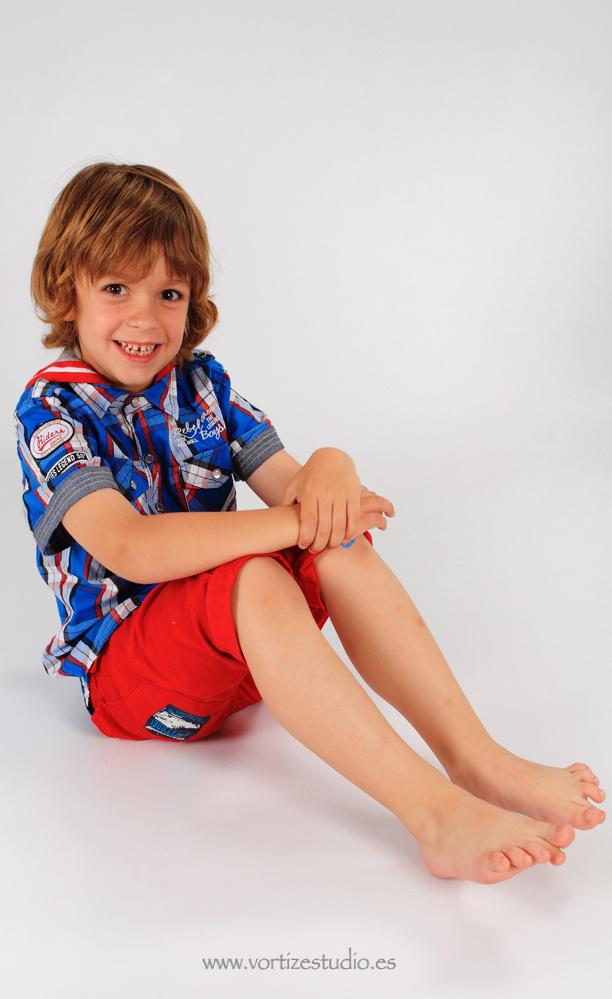 niño-sentado-vortizestudio