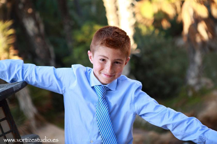 Fotografía de niño de comunión en el Palmeral de Alicante